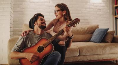 40 músicas românticas nacionais para você se apaixonar